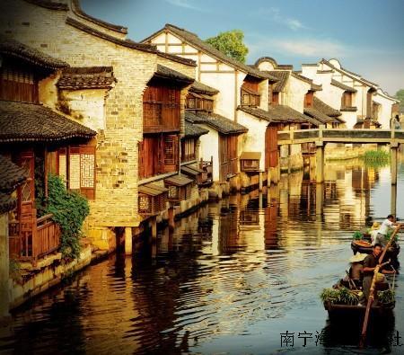 游览 【玄武湖公园】(不含游船),玄武湖为古都南京国家级钟山风景区的